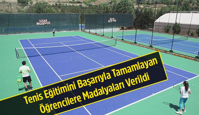 Tenis Eğitimini Başarıyla Tamamlayan Öğrencilere Madalyaları Verildi