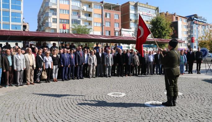 Uşak'ta siyasi partiler ve STK'lar 29 Ekim'i kutladı