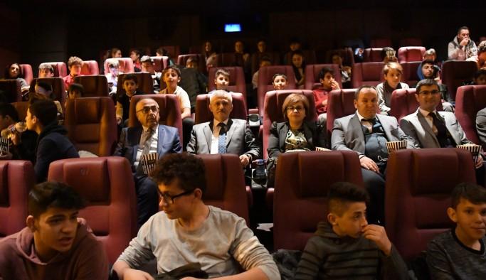 """Uşak'lı Sporcular """"Cep Herkülü: Naim Süleymanoğlu"""" Filminde Gözyaşlarına Boğuldu"""