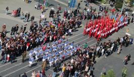 Uşak´ta 29 Ekim Cumhuriyet Bayramı yapılan etkinliklerle ve büyük bir coşkuyla kutlandı.