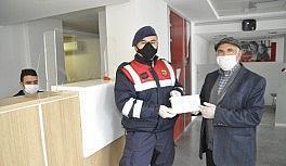 Emekli maaşının hepsini ''Biz Bize Yeteriz Türkiye'm'' kampanyasına bağışladı