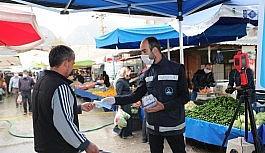 Pamukkale Belediyesi pazar yerlerinde maske dağıtımına başladı