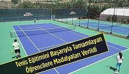 Tenis Eğitimini Başarıyla Tamamlayan...