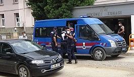 Uşak'ta annesi ile birlikte polis...