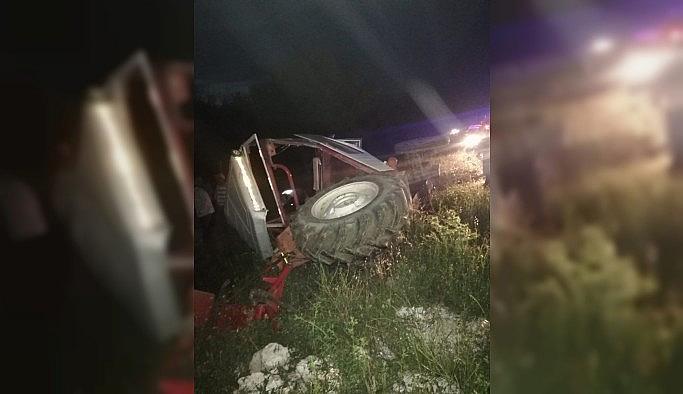 Uşak'ta otomobil ile traktör çarpıştı:...