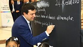 24 Kasım Öğretmenler Günü Uşak'ta Atatürk Kültür Merkezinde Çeşitli Etkinliklerle Kutlandı