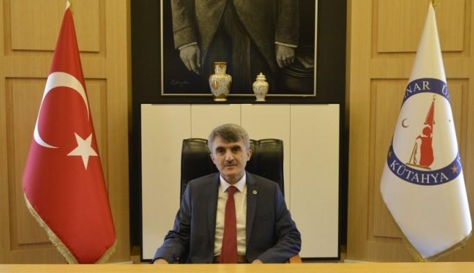 """Rektör Uysal'dan, """"Biz Bize Yeteriz Türkiye'm"""" kampanyasına maaş ve şiirli destek"""