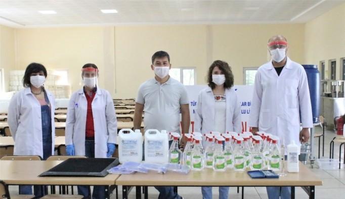 Uşak'ta Meslek lisesi öğretmenleri LGS için seri 'dezenfektan' üretimine başladı