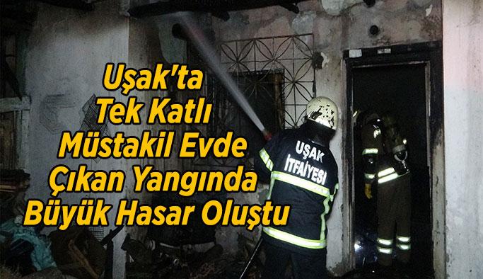 Uşak'ta Tek Katlı Müstakil Evde Çıkan Yangında Büyük Hasar Oluştu