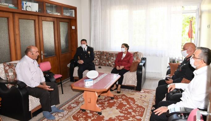 Vali Funda Kocabıyık şehit ailelerini ziyaret etti,