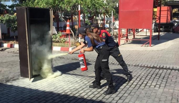 Aydın itfaiyesinden polislere yangına müdahale eğitimi