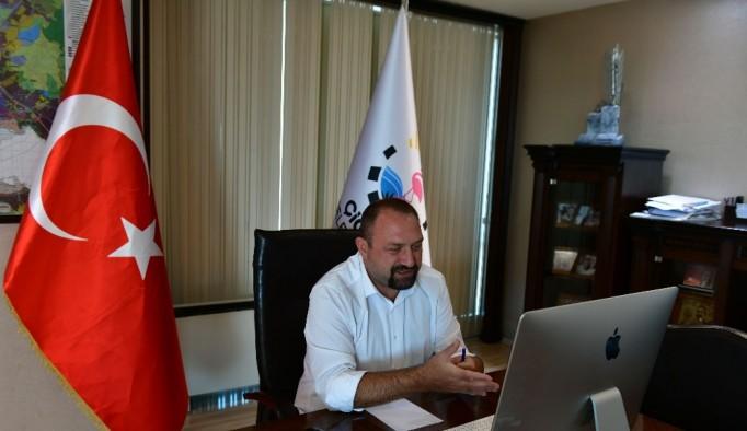 Başkan Gümrükçü, dünyanın farklı ülkelerinden gençlerle online toplantıda buluştu