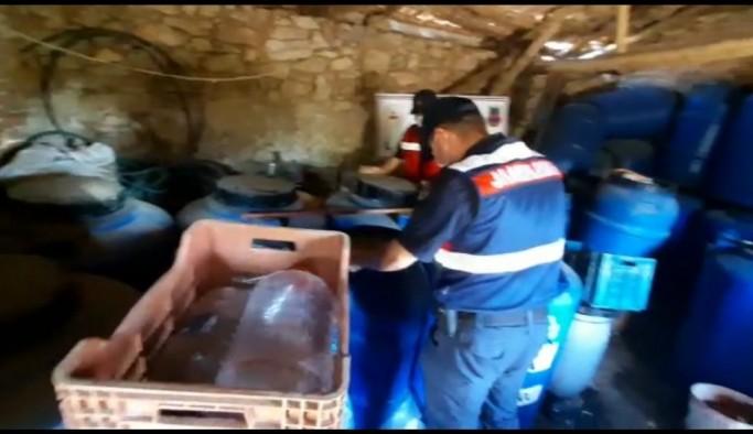 İzmir'de turistlere satılmak üzere hazırlanan kaçak şaraplar ele geçirildi