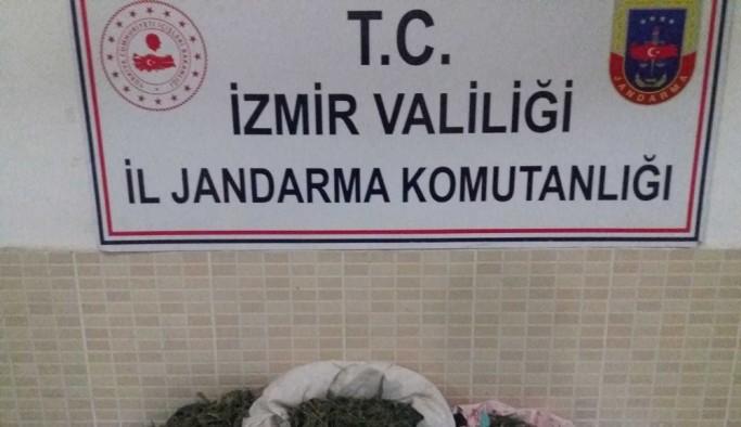 İzmir'in 3 ilçesinde uyuşturucu operasyonu: 2 gözaltı