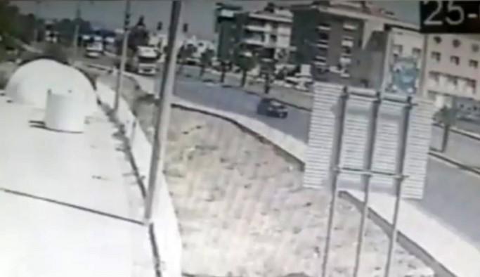 Karşıdan karşıya geçerken otomobil çarptı: Korkunç kaza kamerada