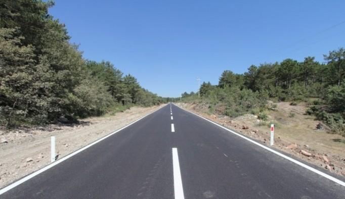 Kütahya İl Özel İdaresi'nin köy yollarında sıcak asfalt çalışmaları