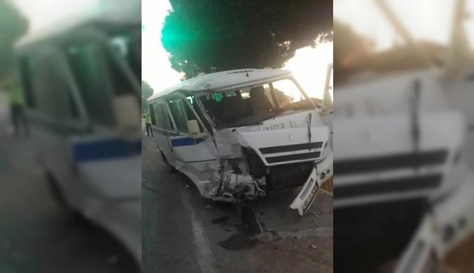 Manisa'da işçi servisleri çarpıştı: 12 yaralı