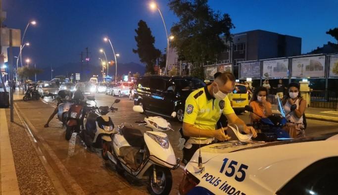 Marmaris'te kasksız ve maskesiz motor sürücülerine ceza yağdı