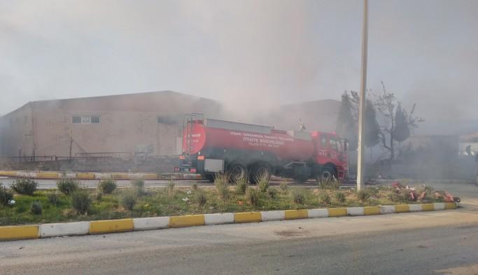 Uşak'ta geri dönüşüm fabrikasında yangın çıktı