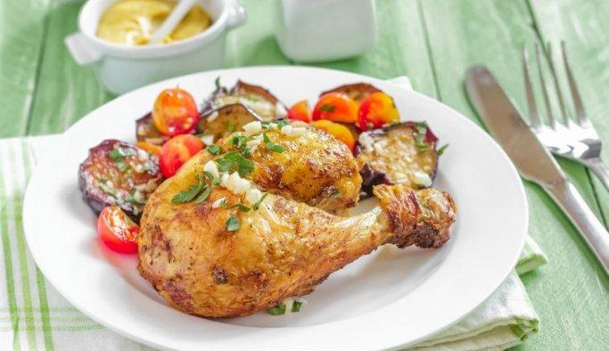 Fırında Patlıcanlı Tavuk But