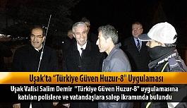 Uşak Valisi Salim Demir;  uygulamaya katılan Polis ve vatandaşa salep ikramında bulundu