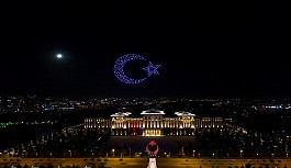 Cumhurbaşkanlığı Külliyesi'nde Zafer Bayramı'Na Özel 300 İha İle Işık Gösterisi Yapıldı