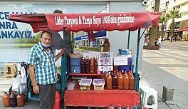 Sevda ile başladığı turşu suyunu 32 yıldır müşterileriyle buluşturuyor